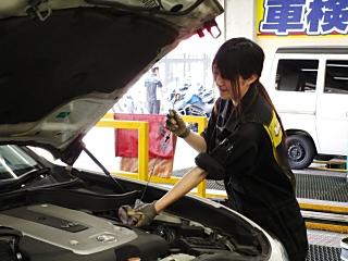 【高校生歓迎】(1)自動車整備士 [正] (2)受付 [正](未経...