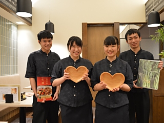 【食事付き】(1)接客/ホール [ア][パ](未経験者歓迎)